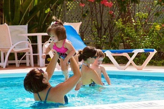 Time Out Hotel: Pool Family
