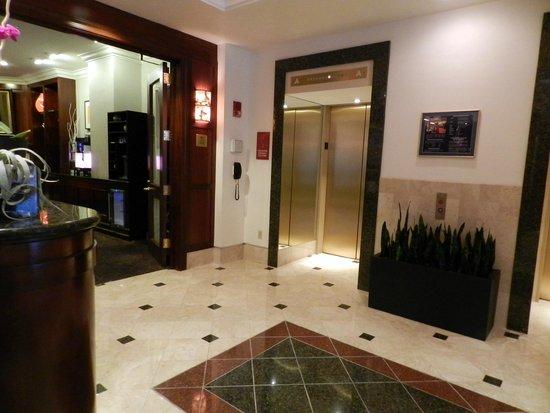 Club Quarters Hotel in Boston: parte della hall