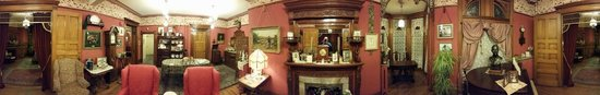 Castle Marne Bed & Breakfast Inn : Panorama of the Sitting Room