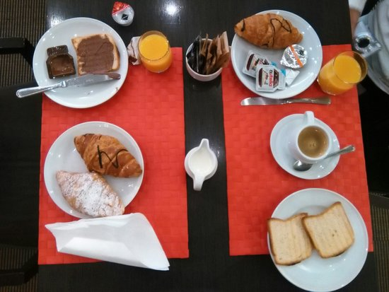 Corallo: Algunas de las cosas que habían en el desayuno!