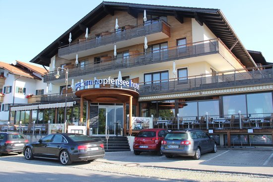 Hotel Am Hopfensee: Vista da Frente do Hotel