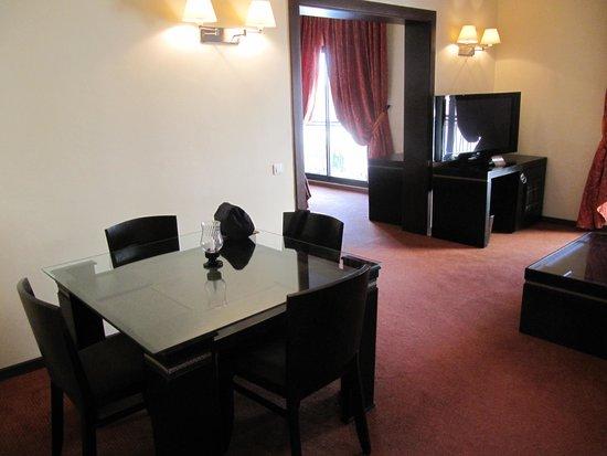 Hotel Atlas Terminus & Spa: Wohnraum in Junior Suite