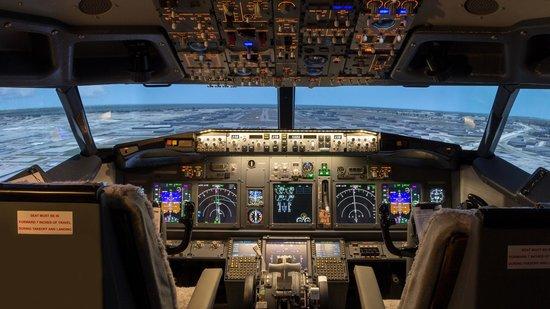 Laval, Canadá: AeroSim Experience Montreal
