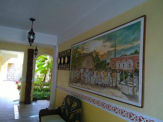 Hotel Real del Mayab: Entrada al Hotel y a la cocina