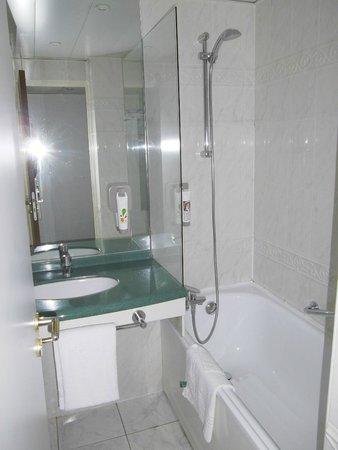 baignoire picture of hotel ibis styles paris tolbiac. Black Bedroom Furniture Sets. Home Design Ideas