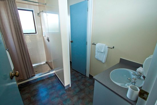 Arcadia Motel: Bathroom with Separate Toilet