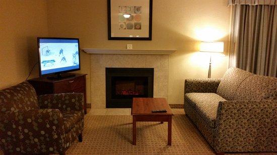 Eastland Suites Hotel & Conference Center : LIVING ROOM