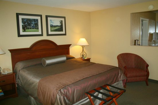 San Vicente Golf Resort: Lodge either king or two queen beds.