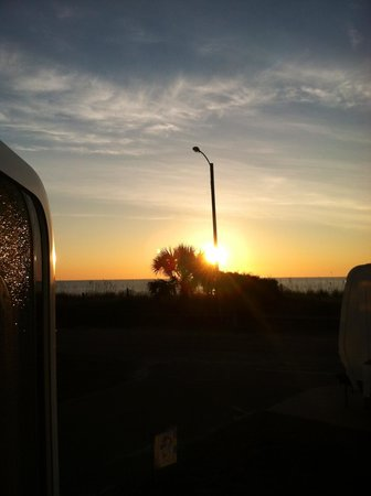 Ocean Lakes Family Campground: Sunrise from our RV!