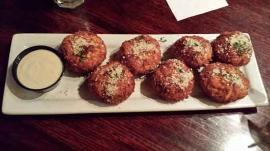 Houlihan's: Stuffed mushrooms