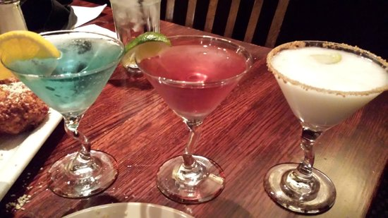 Houlihan's: Martini flight