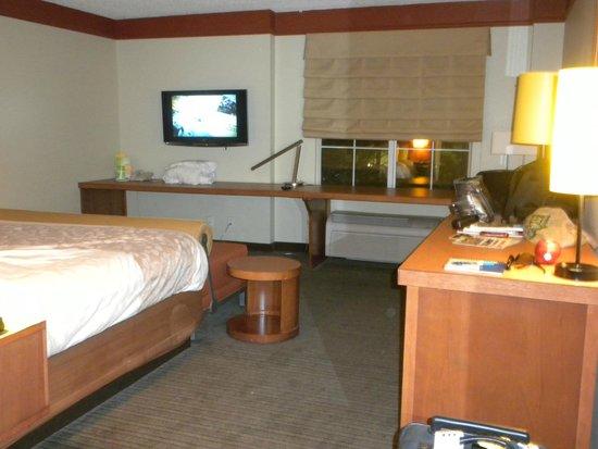 La Quinta Inn & Suites Memphis Primacy Parkway: A spacious room.