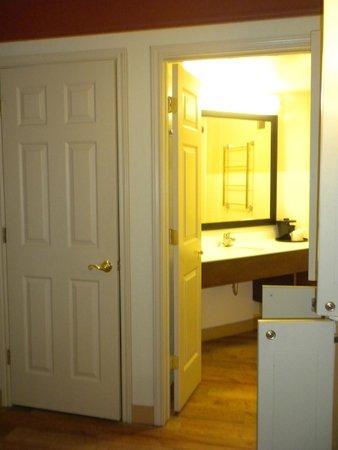 La Quinta Inn & Suites Memphis Primacy Parkway: A nice sized foyer.
