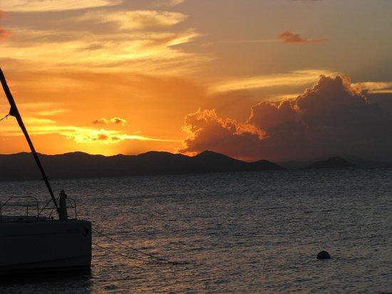Cooper Island Beach Club Restaurant: Sunset at Cooper Island Beach Club