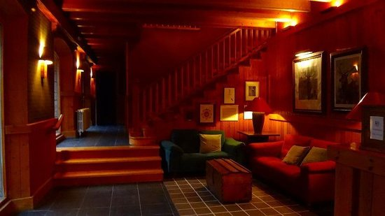 Hotel Manantial: フロント階より1階上のロビー