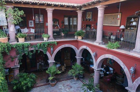 Casa de la Cuesta: Courtyard and Balcony