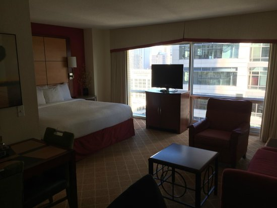 SpringHill Suites Chicago Downtown/River North: Lots of space and great views