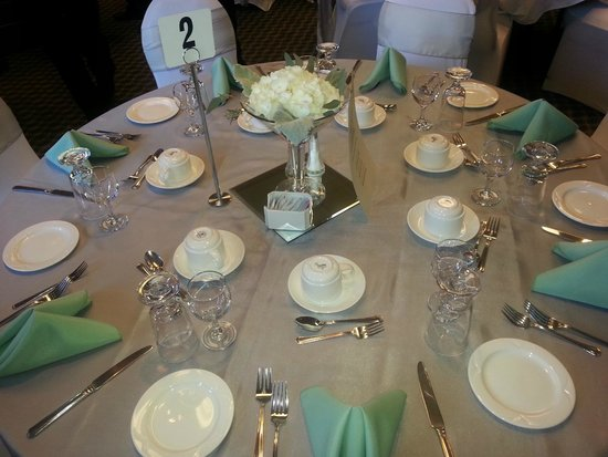 BEST WESTERN Inn On The Bay : Table set for wedding