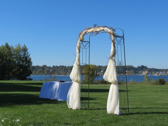 BEST WESTERN Inn On The Bay: Take your vows in a beautiful setting