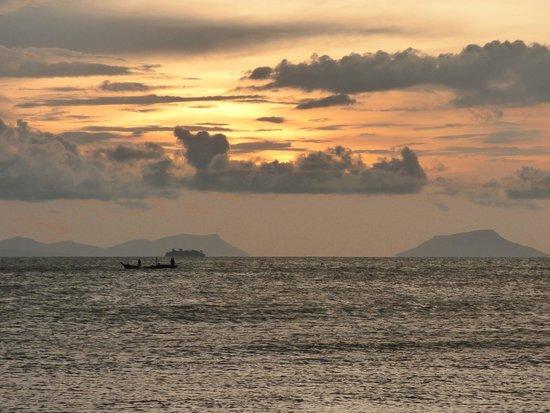 Kimly Restaurant: Beautiful sunset view