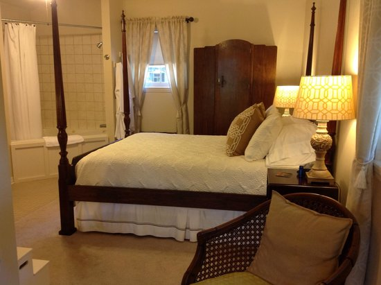 Andre's Riverview Bed and Breakfast: Treehouse Suite