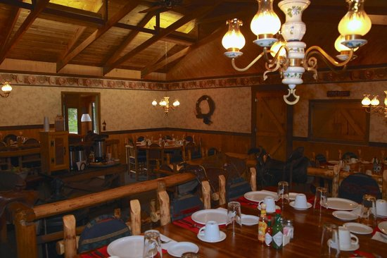 Elk Mountain Ranch: Ranch dining room