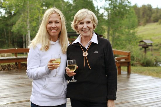 Elk Mountain Ranch: Enjoy a glass of wine with mom