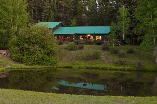 Elk Mountain Ranch: Main lodge