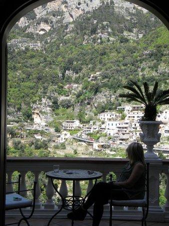 Villa Palumbo B&B : Vista increíble a Positano desde la habitación. La misma cuenta con balcón privado.