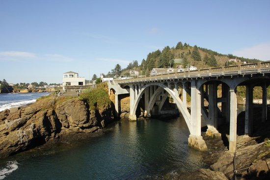 Channel House: Bridge over entry to Depoe Bay harbour