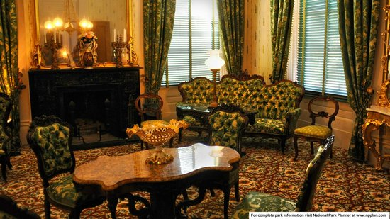 Natchez National Historical Park: Drawing room at Melrose Mansion