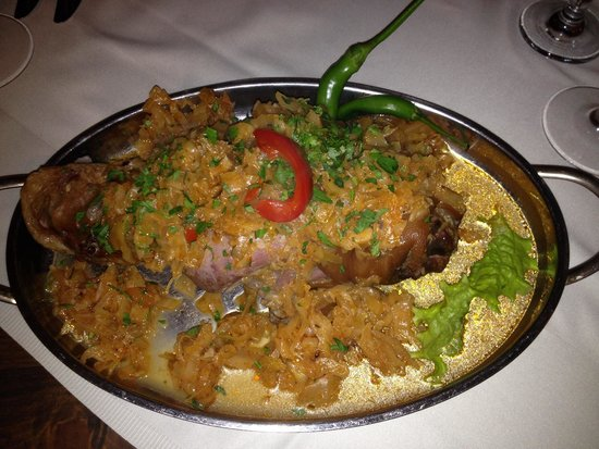 Pensiunea Casa Frieda : Pork kunkle on cabbage