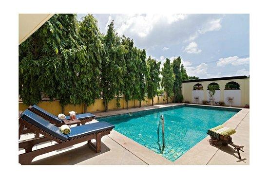 Luxurioese Bilder Von Antiker Kleiderschrank Fuer Elegantes Zimmer , Jaipur Ein Elegantes Familienhotel Mit Stil Und Sauberkeit Dera