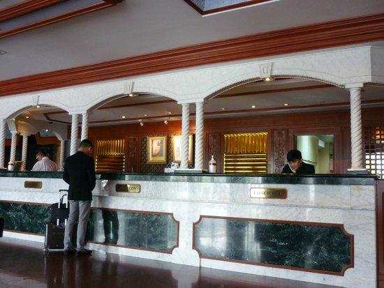 โรงแรมเดอะ เซ็นเตอร์พ้อยท์: The Lobby Front Desk