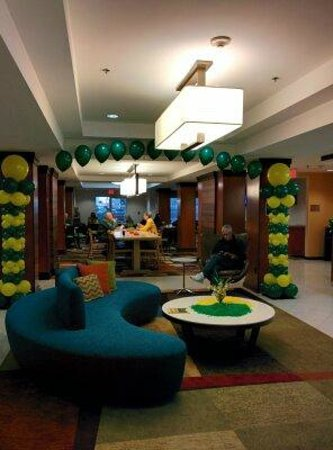 Fairfield Inn & Suites Waco North: Front entrance decked out for Baylor Homecoming