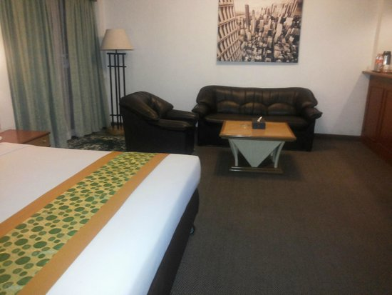 Beverly Plaza Hotel : Suite Room