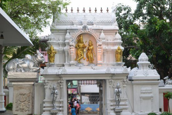 Sri Ponnambalam Vanesar Kovil: From the temple to the outside world