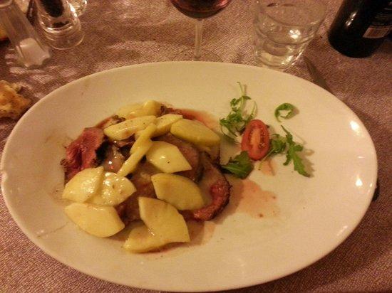 Al Padellone: Tagliata di bisonte canadese con mele e salsa di finocchietto