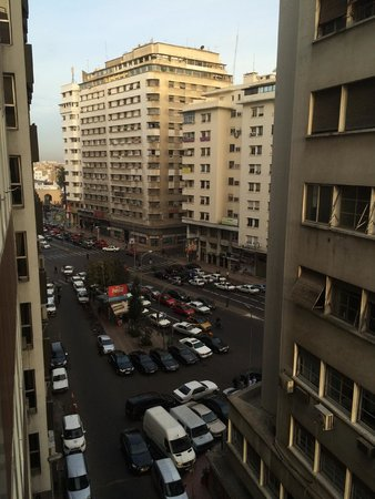 Oum Palace Hotel: View from the 6th floor out to the street.