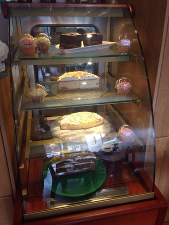 Cafe Max: Cake display