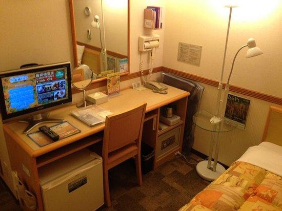 Toyoko Inn Shin-Shirakawa Ekimae : デスク周り