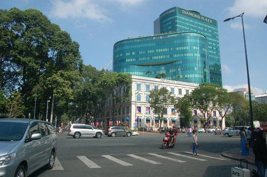 Diamond Plaza: entrance