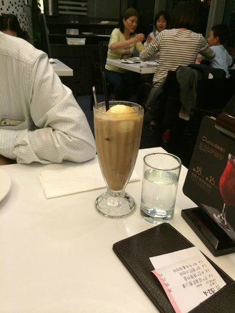 ShangHaiGang Li Restaurant (Hong Yi Dian): Coffee with ice cream