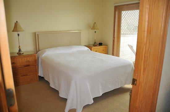 Captain's Landing Waterfront Inn: Bedroom
