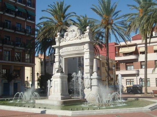 Puerto de Valencia - by tram stop Grau - Canyamelar
