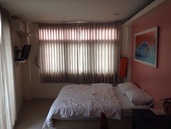 At Hua Lamphong Hostel: Camera 201