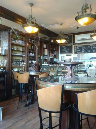 Chocolate Apothecary: great little coffee /chocolate shop
