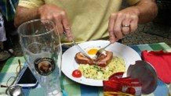 Hofer Der Stadtwirt: try the leberkas
