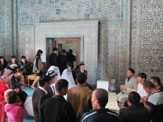 Pakhlavan Makhmud Mausoleum: Свадебный визит в мавзолей