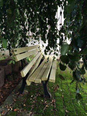 Krone Igelsberg: Sitzbank beim Parkplatz